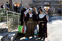Un gruppo di suore dopo la scossa di terremoto di magnitudo 6.5 avvenuta alle 7,41, a Norcia, 30 ottobre 2016.<br /> A group of nuns hold bags after the magnitude 6.5 earthquake that hit Italy at 7,41 am, in Norcia, 30 October 2016.<br /> UPDATE IMAGES PRESS/Riccardo De Luca