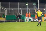 12.09.2020, Ernst-Abbe-Sportfeld, Jena, GER, DFB-Pokal, 1. Runde, FC Carl Zeiss Jena vs SV Werder Bremen<br /> <br /> <br /> René Klingbeil (Carl Zeiss Jena #Trainer)und die Bank  regt sich ueber ein Foul auf, welches im Strafraun nicht gegeben wurde - erhielt dafür von Daniel Siebert (Schiedsrichter / Referee) die Gelbe Karte<br /> <br />  <br /> <br /> <br /> Foto © nordphoto / Kokenge
