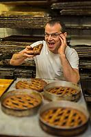 Europe/Allemagne/Bade-Würrtemberg/Forêt Noire/Bad Peterstal-Griesbach: Claudius Schmiedrer boulanger de la boulangerie: Schmiedrer AUTO N: 2012-421