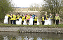 20/04/2010   Copyright  Pic : James Stewart.33_helix_litter  .::  HELIX PROJECT ::  KIDS FROM BRAES HIGH SCHOOL TAKE PART IN THE LITTER PICK AT THE FORTH & CLYDE CANAL BETWEEN LOCK 2 AND THE BLUE BRIDGE ::.