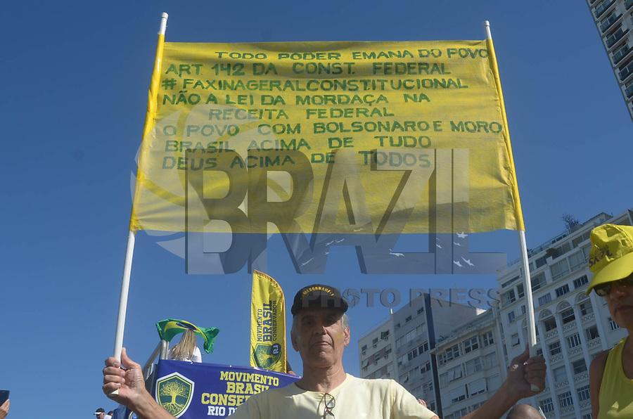 Rio de Janeiro (RJ), 30/06/2019 - Protesto no Rio de Janeiro - Manifestantes se reúnem na orla de Copacabana em apoio ao Ministro Sérgio Moro, e ao Governo do Presidente da República Jair Messias Bolsonaro neste domingo, 30. (Foto: Vanessa Ataliba/Brazil Photo Press)