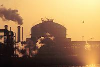 - industrial zone of Porto Marghera, Montedison petrochemical plants<br /> <br /> - zona industriale di Porto Marghera, impianti petrolchimici Montedison