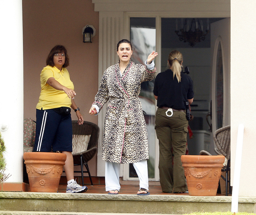 The wife of Rabbi Jacob Kassin screams at a news photographer as police enter their Monmouth Drive home in Deal as FBI and Monmouth County law enforcement agents raided this location earlier today. DEAL, NJ  7/23/09 ANDREW MILLS/THE STAR-LEDGER.. Sent DIRECT TO SELECTS Thursday, July 23, 2009 10:40:36 2322 1950