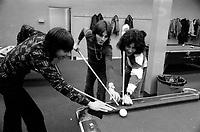 Jeunesse dans une salle de billard en 1974<br /> <br /> PHOTO : Alain Renaud<br />  - Agence Quebec Presse
