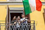 Milano 25 aprile2020.  bandiere alle finestre e ai balconi ai tempi della quarantena Milano 25 aprile 2020 in quarantena.  Festa della Liberazione,bandiere alle finestre e ai balconi.l'Italia