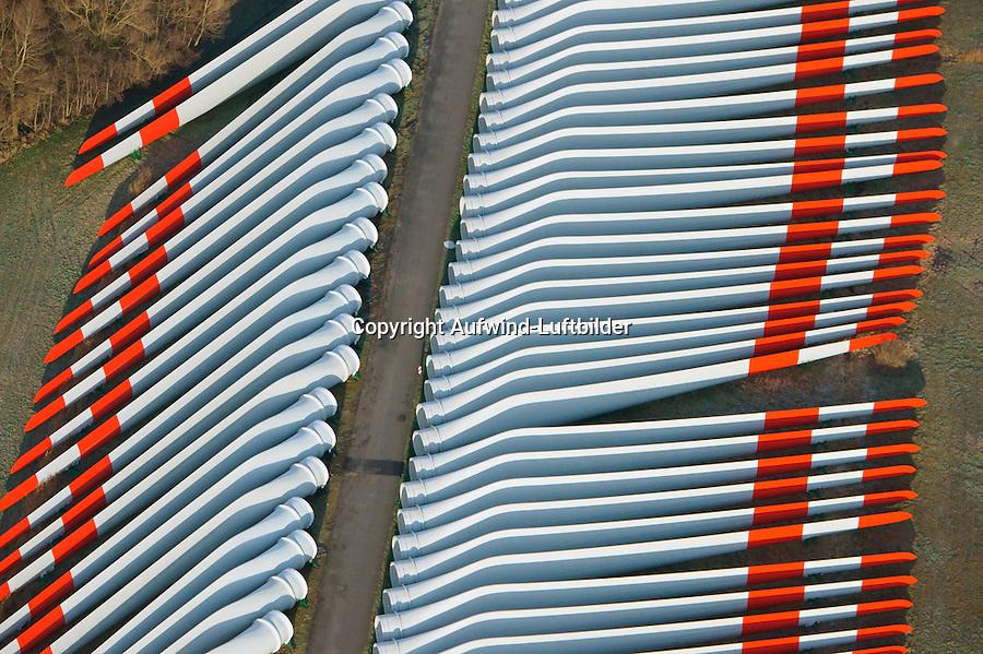 Fluegellager: EUROPA, DEUTSCHLAND,  NIEDERSACHSEN (EUROPE, GERMANY), 28.12.2012: Lager von  Windfluegeln fuer Windkraftanlagen im Meer, Der Lagerplatz befindet sich nahe der Elbe bei Stade um die Windfluegel per Schiff zu transportieren.