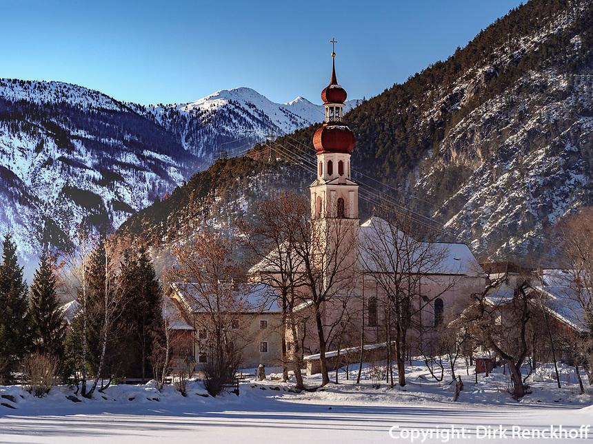 Pfarrkirche und See in Nassereith. Gurgltal in Tirol, Österreich, Europa<br /> parish church and lake in  Nassereith, , district Imst, Tyrol, Austria, Europe