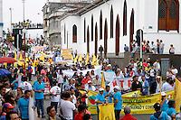 MANIZALES-COLOMBIA. 01-05-2015. Miles de personas se dieron cita en las calles de Manizales para marchar durante la celebración del Día Mundial del Trabajo hoy 1º de mayo de 2015./ Thousand of people take place on the Manizales streets to celebrate the May Day today May first 2015. Photo: VizzorImage/ Santiago Osorio /Cont