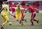 Aberdeen v St Johnstone…31.03.18…  Pittodrie    SPFL<br />Denny Johnstone fends off Andrew Considine<br />Picture by Graeme Hart. <br />Copyright Perthshire Picture Agency<br />Tel: 01738 623350  Mobile: 07990 594431