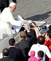 Papa Francesco saluta i fedeli al termine di una messa in occasione della Giornata della Famiglia, in Piazza San Pietro, Citta' del Vaticano, 27 ottobre 2013.<br /> Pope Francis greets faithful after celebrating a mass on the occasion of the Family Day, in St. Peter's Square at the Vatican, 27 October 2013.<br /> UPDATE IMAGES PRESS/Riccardo De Luca<br /> <br /> STRICTLY ONLY FOR EDITORIAL USE