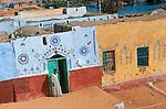 facade d une maison du village de Koti au pied du barrage d Assouan