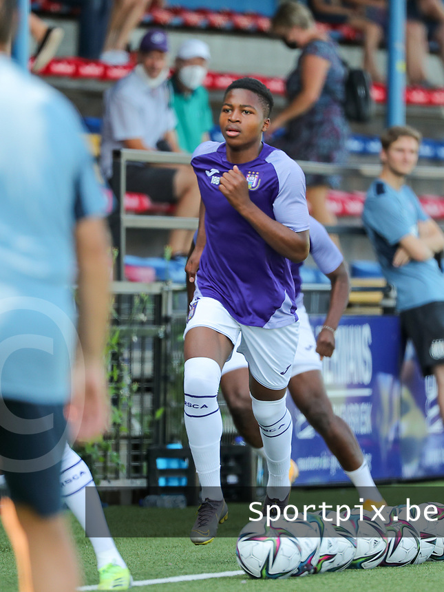 Simion Michez of Anderlecht sprinting during the warm up before  a friendly soccer game between K Londerzeel SK and RSC Anderlecht Reserves during the preparations for the 2021-2022 season , on Wednesday 21st of July 2021 in Londerzeel , Belgium . PHOTO SEVIL OKTEM | SPORTPIX
