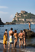 Italien, Ischia, Castello Aragonese in Ponte, Strand in Cartaromana