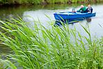 Europa, DEU, Deutschland, Nordrhein-Westfalen, Niederrhein, Wachtendonk, Fluss Niers, Aue, Auenlandschaft, Ufer, Schild, Regentropfen, Touristen, Boot, Natur, Umwelt, Landschaft, Jahreszeiten, Stimmungen, Landschaftsfotografie, Landschaften, Landschaftsphoto, Landschaftsphotographie, <br /> <br /> [Fuer die Nutzung gelten die jeweils gueltigen Allgemeinen Liefer-und Geschaeftsbedingungen. Nutzung nur gegen Verwendungsmeldung und Nachweis. Download der AGB unter http://www.image-box.com oder werden auf Anfrage zugesendet. Freigabe ist vorher erforderlich. Jede Nutzung des Fotos ist honorarpflichtig gemaess derzeit gueltiger MFM Liste - Kontakt, Uwe Schmid-Fotografie, Duisburg, Tel. (+49).2065.677997, ..archiv@image-box.com, www.image-box.com]