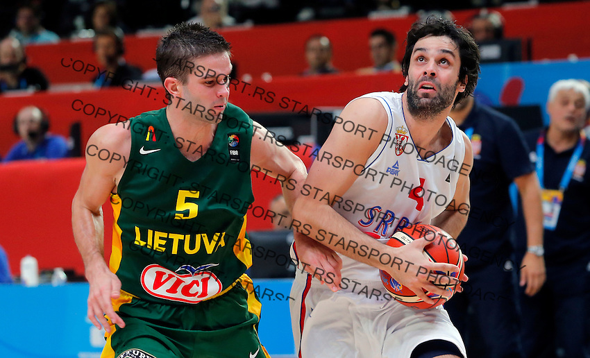 Serbia's Milos Teodosic (R) vies with Lithuania's Mantas Kalnietis (L) during European championship semi-final basketball match between Serbia and Lithuania on September 18, 2015 in Lille, France  (credit image & photo: Pedja Milosavljevic / STARSPORT)