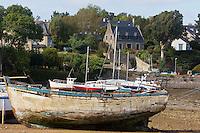 France, Ille-et-Vilaine (35), Côte d'Emeraude, vallée de la Rance,  Le Minihic-sur-Rance:  La cale de la Landriais  // France, Ille et Vilaine, Cote d'Emeraude (Emerald Coast), Rance Valley, Le Minihic-sur-Rancea