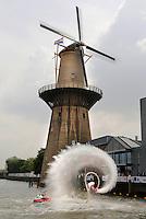 SCHIEDAM- Molen de Nolet. De hoogste molen ter wereld ( 43 meter, met wieken 55 meter). Flyboarden bij de molen tijdens de Dutch Masters Shortboard in de Buitenhaven.