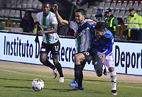 TUNJA – COLOMBIA, 04-02-2020: Jhonathan Muñoz del Chico disputa el balón con Andres Andrade de Nacional durante partido por la fecha 4 de la Liga BetPlay DIMAYOR I 2020 entre Boyacá Chicó y Atlético Nacional jugado en el estadio La Independencia de la ciudad de Tunja. / Jhonathan Muñoz of Chico fights for the ball with Andres Andrade of Nacional during match for the date 4 of the BetPlay DIMAYOR League I 2020 between Boyaca Chico and Atletico Nacional played at La Independencia stadium in Tunja city. Photos: VizzorImage / Jose M Palencia / Cont