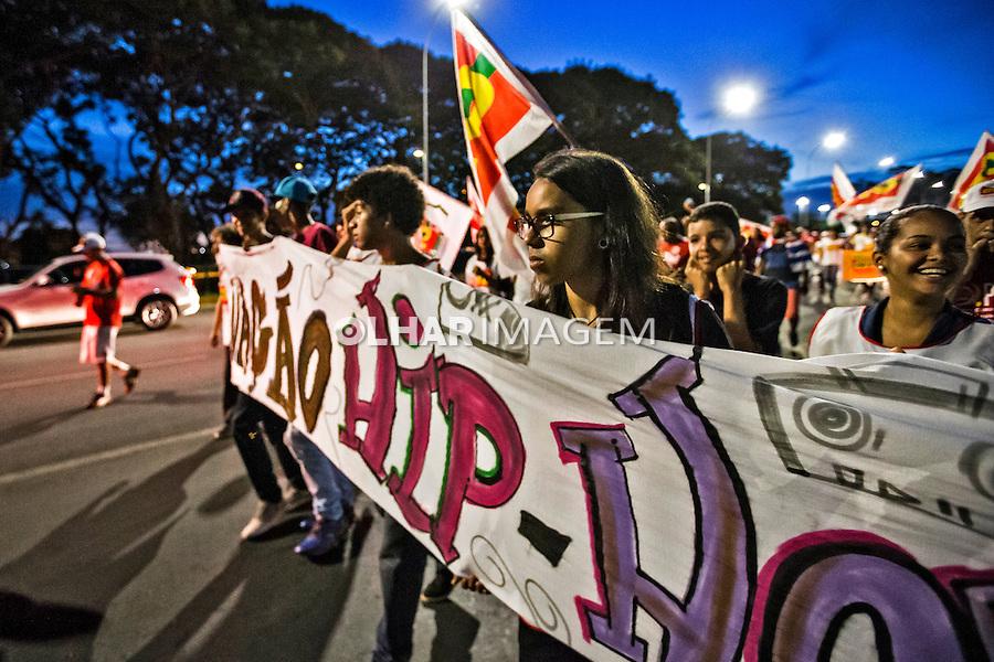 Manifestaçao em defesa da democracia e contra impeachment. Brasilia. Distrito Federal. 16.12. 2015. Foto de Ubirajara Machado