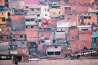 SÃO PAULO, SP, 15.06.2019: BALÃO-SP - Balão cai sobre casas na tarde deste sabádo (15) , no bairro de Perus região noroeste da cidade de São Paulo (SP) . (Foto: Roberto Costa/Código19)