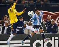 BUENOS AIRES - ARGENTINA - 07-06-2013: Marcos Rojo (Der.) jugador de Argentina disputa el balón con Camilo Zuñiga (Izq.) de Colombia, durante partido en estadio Monumental Antonio Vespucio Liberti, Buenos Aires Argentina, junio 7 de 2013. Argentina y Colombia disputan partido por la clasificación a la Copa Mundo FIFA Brasil 2014 (Foto: Photogamma / Javier Garcia Martino/ Vizzorimage). Marcos Rojo (R) Argentina player fights for the ball with con Camilo Zuñiga (L) of Colombia, during game at Antonio Vespucio Liberti Monumental Stadium, Buenos Aires, Argentina, June 7, 2013. Argentina and Colombia dispute the qualifier match for the 2014 FIFA World Cup Brazil. (Photo: Photogamma / Javier Garcia Martino/ Vizzorimage)