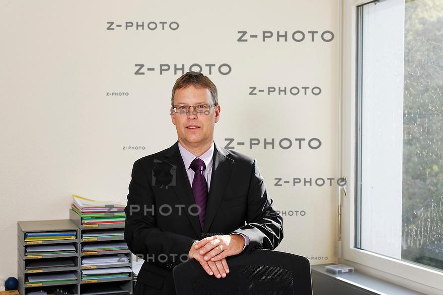 Portrait von Hansjoerg Setz wird neuer Leiter Markt bei der Concordia Krankenkasse fotografiert am 27. September 2011 im Hauptsitz der Holzbau Schweiz ..Copyright © Zvonimir Pisonic