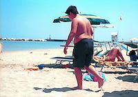 La riviera adriatica durante i mesi estivi diventa la meta preferita per migliaia di turisti italiani e stranieri. <br /> Rimini, Bellaria ed altre località della costa, richiamano le famiglie e giovani grazie all'offerta di prezzi modici, animazione in spiaggia, buona cucina.<br /> Adriatic coast in Italy, Rimini e Bellaria, in summertime, thank the sun and sea, and good food, appeals thousands of tourists