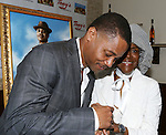 Cuba Gooding Jr. and Cicely Tyson attend the unveiling of Tony Di Napoli's portrait for TRIP TO BOUNTIFUL star Cuba Gooding Jr. in New York City on 8/27/2013