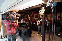 Mörfelden-Walldorf 18.05.2021: Paddy & Ralf<br /> Maintower zeichnet eine Sendung mit Paddy Schmidt (r) und Ralf Baitinger über die neue CD auf<br /> Foto: Vollformat/Marc Schüler, Schäfergasse 5, 65428 R'eim, Fon 0151/11654988, Bankverbindung KSKGG BLZ. 50852553 , KTO. 16003352. Alle Honorare zzgl. 7% MwSt.