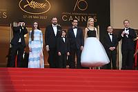 BARRY KEOGHAN, RAFFEY CASSIDY, DIRECTOR YORGOS LANTHIMOS, SUNNY SULJIC, COLIN FARRELL, NICOLE KIDMAN, PRODUCER ED GUINEY AND ANDREW LOWE - RED CARPET OF THE FILM 'THE KILLING OF A SACRED DEER' AT THE 70TH FESTIVAL OF CANNES 2017 . CANNES, FRANCE, 22/05/2017. # 70EME FESTIVAL DE CANNES - RED CARPET 'MISE A MORT DU CERF SACRE'