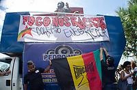 RIO DE JANEIRO, RJ, 17.02.2019 - PROTESTO-RJ - Manifestantes se reúnem em frente ao supermercado Extra na Barra da Tijuca, em protesto contra a morte de Pedro Gonzaga que foi estrangulado até a morte pelo segurança do estabelecimento, no ultimo dia 14 de fevereiro, sendo acusado por tentativa de furto. Pedro estava acompanhado por sua mãe e era portador de transtornos mentais. Barra da Tijuca, Rio de Janeiro (17) (Foto: Vanessa Ataliba/Brazil Photo Press)