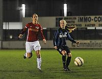 Club Brugge Vrouwen - PSV Eindhoven :<br /> <br /> Silke Demeyere (R) en Lisanne Vermeulen (L) gaan voor dezelfde bal<br /> <br /> foto Dirk Vuylsteke / Nikonpro.be