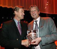 19-2-07,Tennis,Netherlands,Rotterdam,ABNAMROWTT, Director of Ahoy Jos van de Vegt receives an ATP award for service to the media