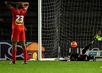 BOGOTA - COLOMBIA - 09 – 05 - 2017: German Caffa, portero de Cortulua, no logra detener el disparo de Henry Rojas (Fuera de Cuadro), jugador de Millonarios al anotar gol de su equipo, durante partido de la fecha 17 entre Millonarios y Cortulua,  por la Liga Aguila I-2017, jugado en el estadio Nemesio Camacho El Campin de la ciudad de Bogota. / German Caffa, goalkeeper of Cortulua, fails to stop Henry Rojas (Out of Frame), player of Millonarios the goal of his team, during a match of the date 17th between Millonarios and Cortulua, for the Liga Aguila I-2017 played at the Nemesio Camacho El Campin Stadium in Bogota city, Photo: VizzorImage / Luis Ramirez / Staff.