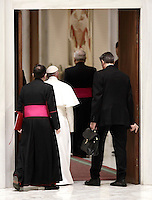 Papa Francesco lascia l'Aula Paolo VI al termine di un'udienza speciale per i membri della Conferenza Episcopale italiana, CEI. Città del Vaticano, 5 gennaio 2017.<br /> Pope Francis leaves at the end of a special audience with members of the Italian Episcopal Conference, CEI, in Paul VI Hall at the Vatican, on January 5, 2017.<br /> UPDATE IMAGES PRESS/Isabella Bonotto<br /> <br /> STRICTLY ONLY FOR EDITORIAL USE