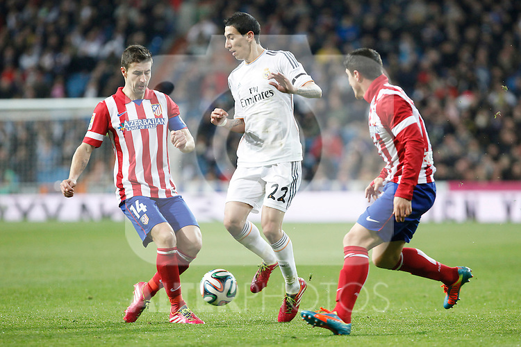 Real Madrid´s Di Maria (C) and Atletico de Madrid´s Gabi (L) and Cristian Rodriguez during King´s Cup (Copa del Rey) semifinal match in Santiago Bernabeu stadium in Madrid, Spain. February 05, 2014. (ALTERPHOTOS/Victor Blanco)
