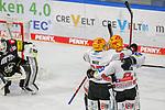 Bremerhavens JANURBAS (Nr.9) mit dem Siegtreffer in der Verlängerung gegen Krefelds Marvin Cuepper (Nr.39) , Jubel im Team Bremerhaven beim Spiel in der Gruppe Nord der DEL, Krefeld Pinguine (schwarz) – Fischtown Pinguins Bremerhaven (weiss).<br /> <br /> Foto © PIX-Sportfotos.de *** Foto ist honorarpflichtig! *** Auf Anfrage in hoeherer Qualitaet/Aufloesung. Belegexemplar erbeten. Veroeffentlichung ausschliesslich fuer journalistisch-publizistische Zwecke. For editorial use only.