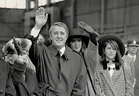 1987 FILE PHOTO - ARCHIVES -<br /> <br /> Fond farewells: Governor-General Jeanne Sauve; left; Prime Minister Brian Mulroney; his wife Mila and their daughter Caroline wave farewell to the Queen as she leaves Quebec city at the end of her tour of Canada.<br /> <br /> 1987<br /> <br /> PHOTO :  Doug Griffin - Toronto Star Archives - AQP