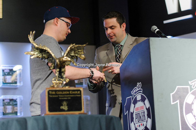 Jack Effel presents the gold bracelet to Paul Volpe, winner of Event #13: $10,000 No-Limit 2-7 Draw Lowball Championship
