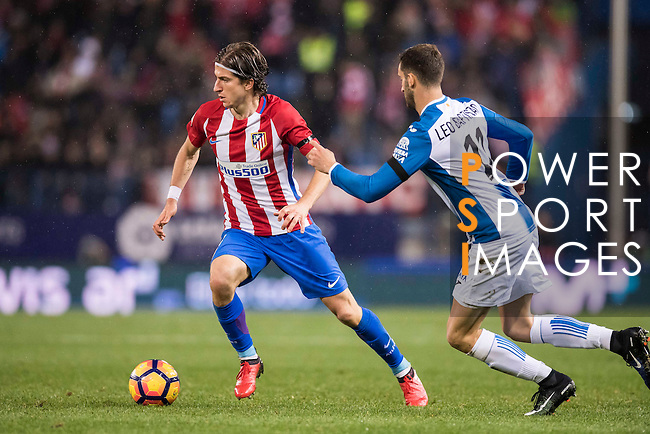 Filipe Luis of Atletico de Madrid battles for the ball with Leo Baptistao of RCD Espanyol during the La Liga match between Atletico de Madrid and RCD Espanyol at the Vicente Calderón Stadium on 03 November 2016 in Madrid, Spain. Photo by Diego Gonzalez Souto / Power Sport Images