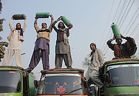 Abaca_Rickshaw_Drivers_Lahore_0808