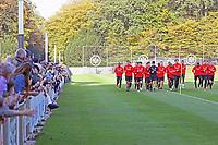 Zahlreiche Zuschauer im Training - 17.10.2017: Eintracht Frankfurt Training, Commerzbank Arena