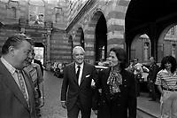 Cour du Capitole. Le 28 Mai 1985. Vue de A. Brouat, Jean Fabre et Jacques Chaban-Delmas dans la cour du Capitole, après la victoire du Stade Toulouse contre le RC Toulon.<br /> <br /> Jacques Chaban-Delmas, souvent surnommé « Chaban », né Jacques Delmasa le 7 mars 1915 à Paris 13e et mort le 10 novembre 2000 à Paris 7e, est un résistant, général de brigade et homme d'État français.<br /> <br /> Considéré comme l'un des « barons du gaullisme », il est notamment maire de Bordeaux de 1947 à 1995, ministre sous la IVe République et président de l'Assemblée nationale à trois reprises entre 1958 et 1988.<br /> <br /> Premier ministre de 1969 à 1972, sous la présidence de Georges Pompidou,