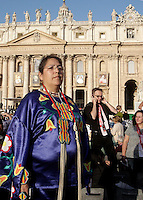 Una nativa americana attende l'inizio della cerimonia di canonizzazione di Kateri Tekakwitha, insieme ad altri sei nuovi santi, in Piazza San Pietro, Citta' del Vaticano, 21 ottobre 2012..A Native American Indian looks on in St. Peter square prior to take part in a canonization ceremony at the Vatican, 21 October 2012. Kateri Tekakwitha, a 17th-century Mohawk Indian who spent most of her life in what is now upstate New York, was declared a saint along with six others in a ceremony attended by the Pope..UPDATE IMAGES PRESS/Riccardo De Luca