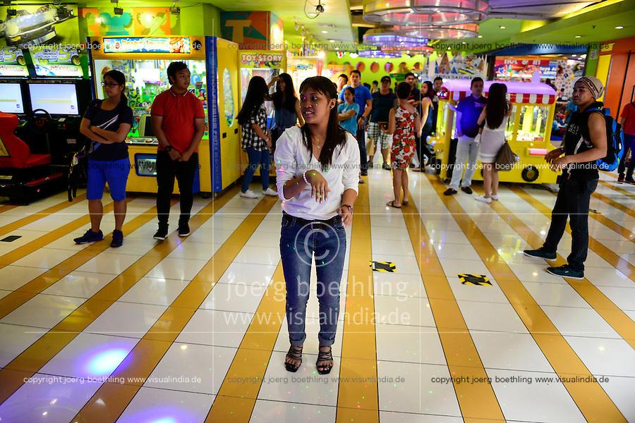 PHILIPPINES, Manila, Pasig City, shopping mall Robinson Galleria, game room / PHILIPPINEN, Manila, Pasig City, Einkaufszentrum Robinson Galleria, Spielhalle