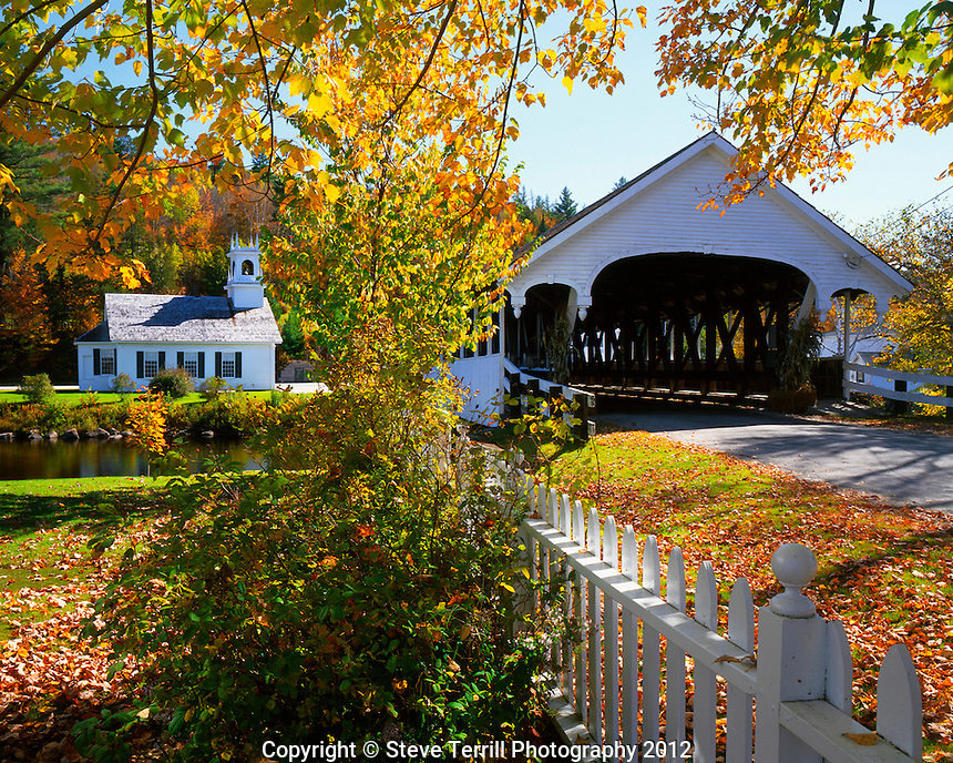 USA, New Hampshire, Stark Bridge and Church on the Upper Ammonoosuc River