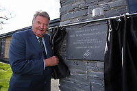 Pictured: John Toshack MBE unveiling the second plaque Tuesday 04 April 2017<br />