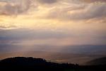 Europa, DEU, Deutschland, Hessen, Rhoen, Kuppenrhoen, Naturpark Hessische Rhoen, Biosphaerenreservat Rhoen, Unwetter, Wolkenstimmung, Blick von der Maulkuppe, Kategorien und Themen, Natur, Umwelt, Landschaft, Landschaftsfotos, Landschaftsfotografie, Landschaftsfoto, Wetter, Himmel, Wolken, Wolkenkunde, Wetterbeobachtung, Wetterelemente, Wetterlage, Wetterkunde, Witterung, Witterungsbedingungen, Wettererscheinungen, Meteorologie, Bauernregeln, Wettervorhersage, Wolkenfotografie, Wetterphaenomene, Wolkenklassifikation, Wolkenbilder, Wolkenfoto<br /> <br /> [Fuer die Nutzung gelten die jeweils gueltigen Allgemeinen Liefer-und Geschaeftsbedingungen. Nutzung nur gegen Verwendungsmeldung und Nachweis. Download der AGB unter http://www.image-box.com oder werden auf Anfrage zugesendet. Freigabe ist vorher erforderlich. Jede Nutzung des Fotos ist honorarpflichtig gemaess derzeit gueltiger MFM Liste - Kontakt, Uwe Schmid-Fotografie, Duisburg, Tel. (+49).2065.677997, ..archiv@image-box.com, www.image-box.com]