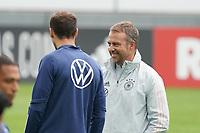 Bundestrainer Hansi Flick (Deutschland Germany) mit Leon Goretzka (Deutschland Germany) - Stuttgart 31.08.2021: Training der Deutschen Nationalmannschaft, Gazi Stadion Stuttgart