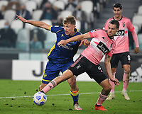 Calcio, Serie A: Juventus - Hellas Verona, Turin, Allianz Stadium, October 25, 2020.<br /> Juventus' Aaron Ramsey (r) in action with  Hellas Verona's Matteo Lovato (l) during the Italian Serie A football match between Juventus and Hellas Verona at the Allianz stadium in Turin, October 25,,2020.<br /> UPDATE IMAGES PRESS/Isabella Bonotto
